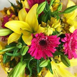 Ramo de Lilys, rosas y astromelias