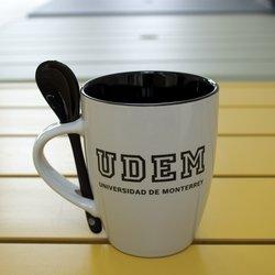 Taza con cuchara UDEM College